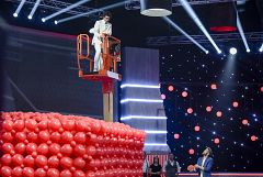 Vaya Crack - Pablo Ibáñez vuela sobre 10.000 globos