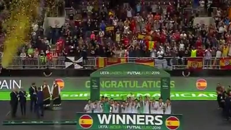 La selección española sub'21 de fútbol sala recibe la copa