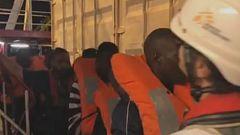 Desembarcan en Lampedusa los 82 migrantes del Ocean Viking