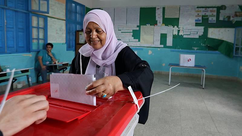 Túnez acude a las urnas en las segundas elecciones presidenciales libres de su historia