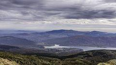 Tormentas localmente fuertes en los sistemas montañosos del centro y mitad norte peninsular