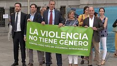 Almeida reprocha al edil de Vox una contrapancarta sobre la violencia de género durante el homenaje a la última víctima