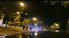 Detenido un motorista sin carné en Sevilla tras participar en una carrera ilegal donde atropelló a dos policías