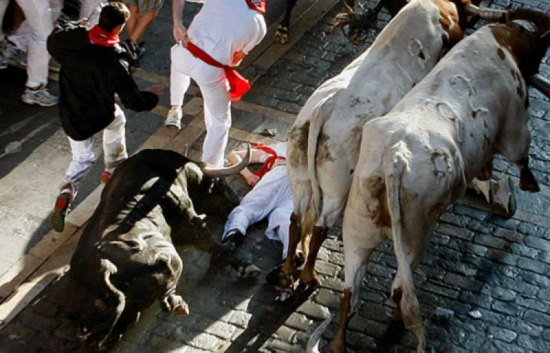 Encierro limpio el primero de estas fiestas de San Fermín 2009, donde seis astados de Alcurrucén sólo han causado cuatro heridos por contusiones en un encierro con mucha afluencia de público. (7/7/09)