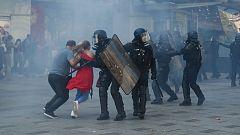 Al menos 100 detenidos en la 45ª semana de protestas de los 'chalecos amarillos' en París