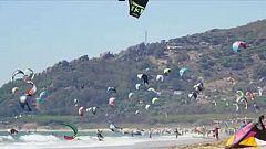 Tarifa, escenario de la 'batalla por el viento' entre windsurf y kitesurf