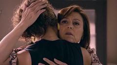 Servir y Proteger - María anima a Paty tras conocer todo lo que ha ocurrido