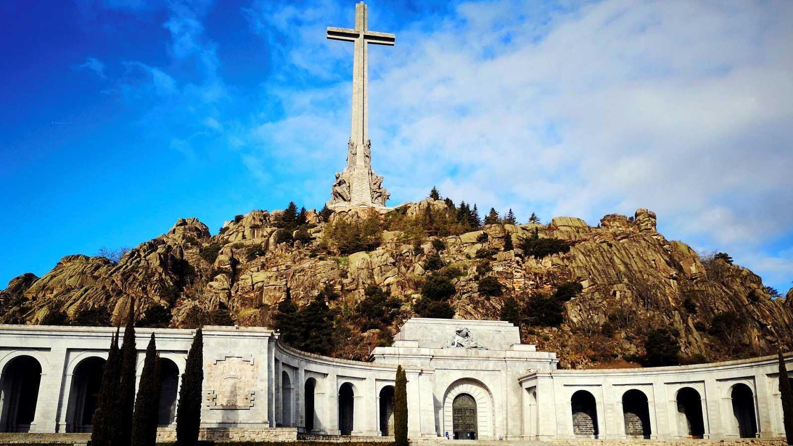 Resultado de imagen para Fotos de La exhumación de Franco