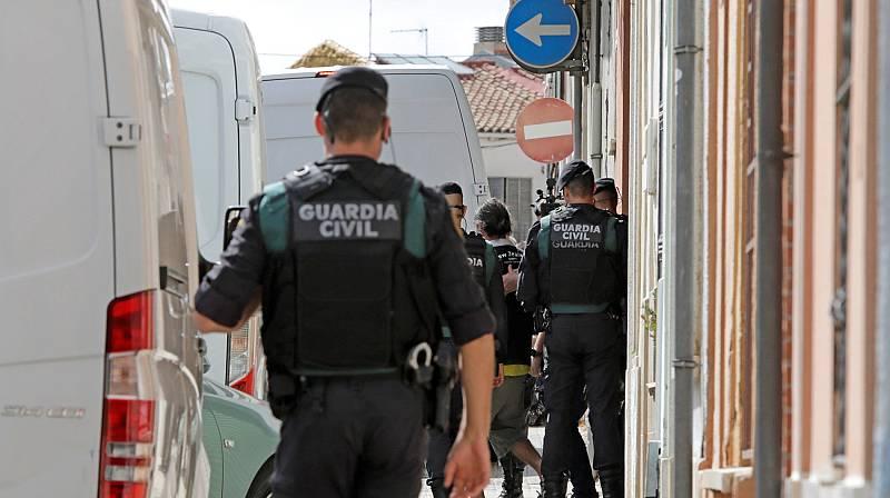 Los investigadores aseguran que los independentistas detenidos pretendían cometer actos violentos
