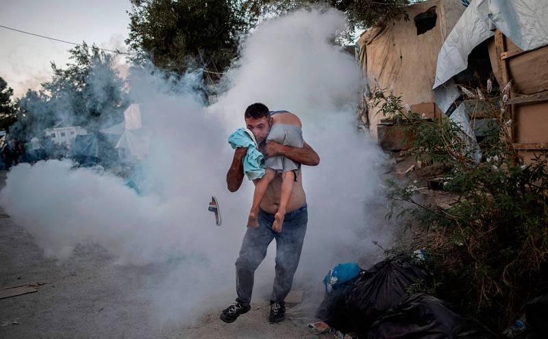 Al menos una refugiada muere en un incendio en el campamento griego de Moria