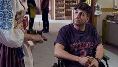 Mercado Central - Samuel le entrega su diario a Carla