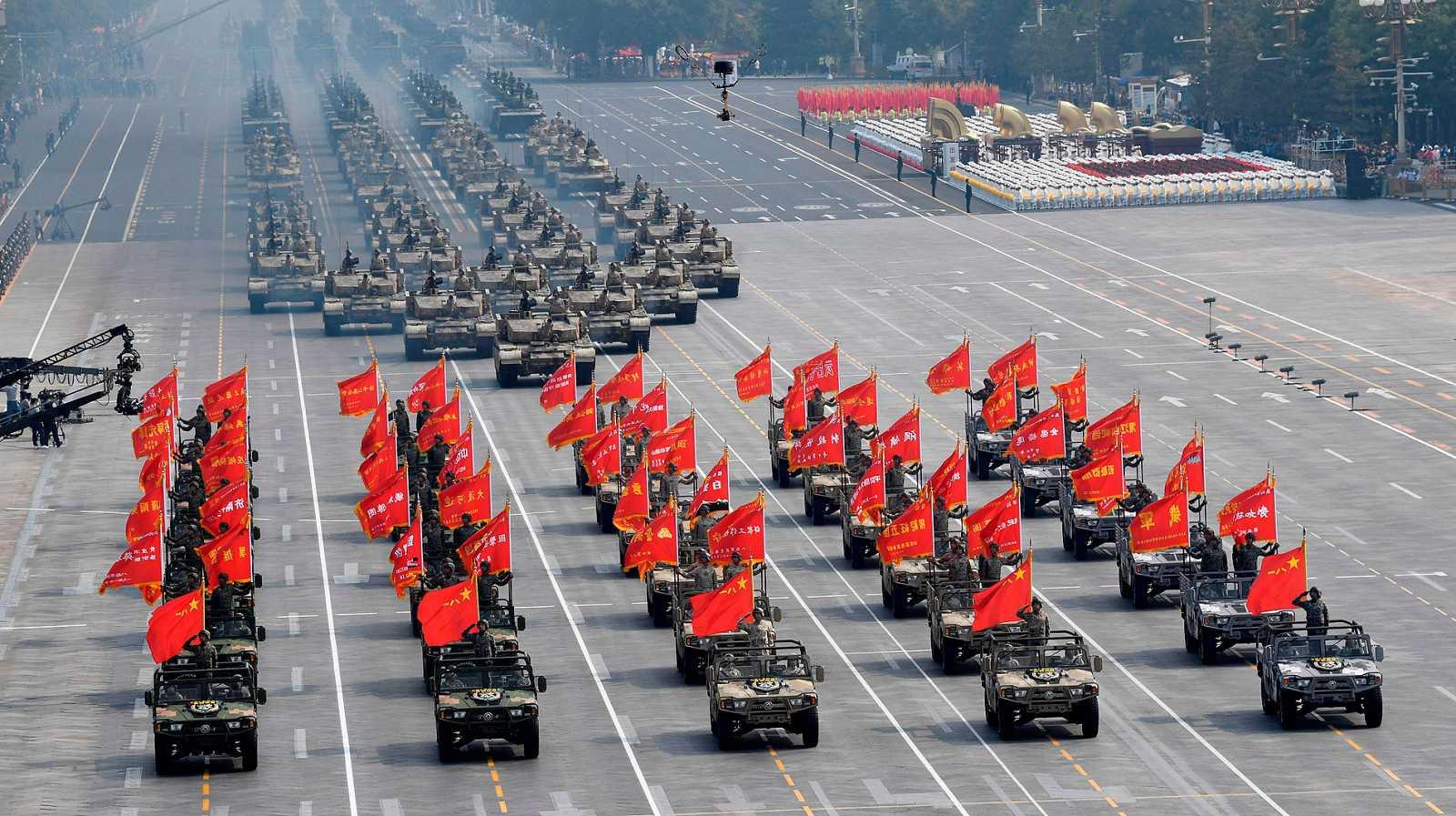 China muestra su poderío militar en su 70 aniversario