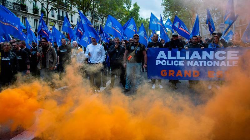 Miles de policías protestan en Francia contra las malas condiciones de trabajo y la oleada de suicidios
