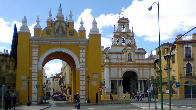 Piden la exhumación del militar franquista Queipo de Llano de Basílica de la Macarena de Sevilla
