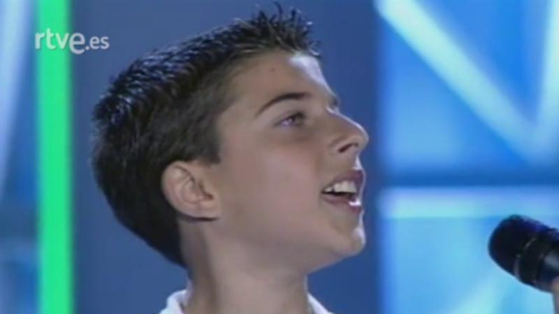 Chiqui Cantó (Blas Cantó) canta en la final de los Premios Veo Veo Internacional 2003