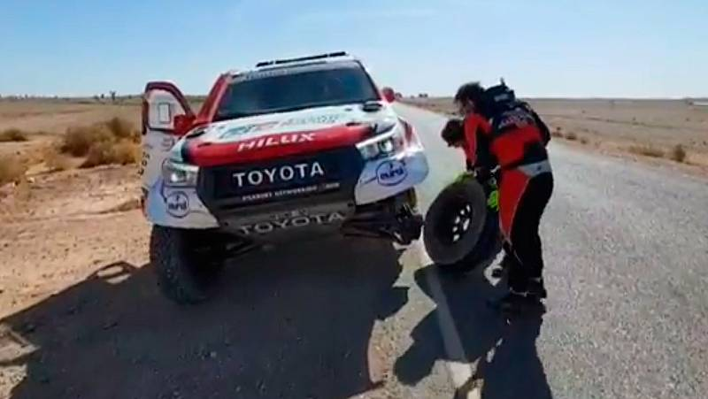 Alonso se complica el Rally de Marruecos por un accidente