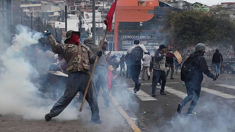 Toque de queda en Ecuador después de que manifestantes indígenas asaltaran el Parlamento
