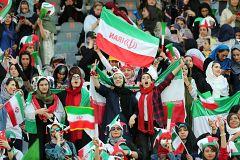 Las mujeres iraníes asisten por primera vez a un partido de fútbol 40 años después