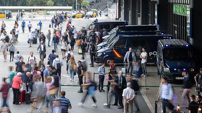 Tranquilidad en la estación de Sants, pero los manifestantes cortan la circulación en las Rodalíes