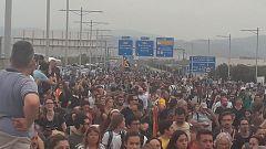Las protestas independentistas por la sentencia del 'procés' cortan carreteras y afectan al aeropuerto de El Prat