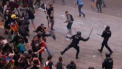 Cargas policiales en el aeropuerto de El Prat