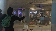 Enfrentamientos en El Prat entre manifestantes y policías tras la sentencia del 'procés'