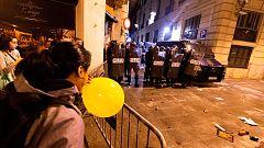 Cargas contra manifestantes de los CDR frente a la Jefatura de la Policía en Barcelona