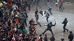 Más de un centenar de heridos durante las cargas policiales en Barcelona