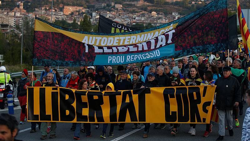 """Al menos 7.000 personas en la """"Marcha por la libertad"""" que ha partido de Girona"""