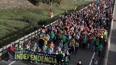 """Miles de personas participan en las """"Marchas por la libertad"""", que están provocando cortes en carreteras"""