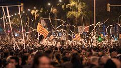 Los manifestantes lanzan papel higiénico en Barcelona contra la sentencia del 'procés'
