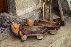 España Directo - Madreñas, el calzado tradicional de Asturias