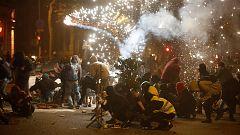 Los Mossos tratan de contener a los manifestantes en la cuarta jornada de protestas en Barcelona