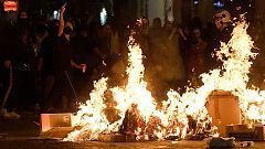 Tensión entre grupos independentistas y ultraderechistas en una nueva noche de disturbios en Barcelona