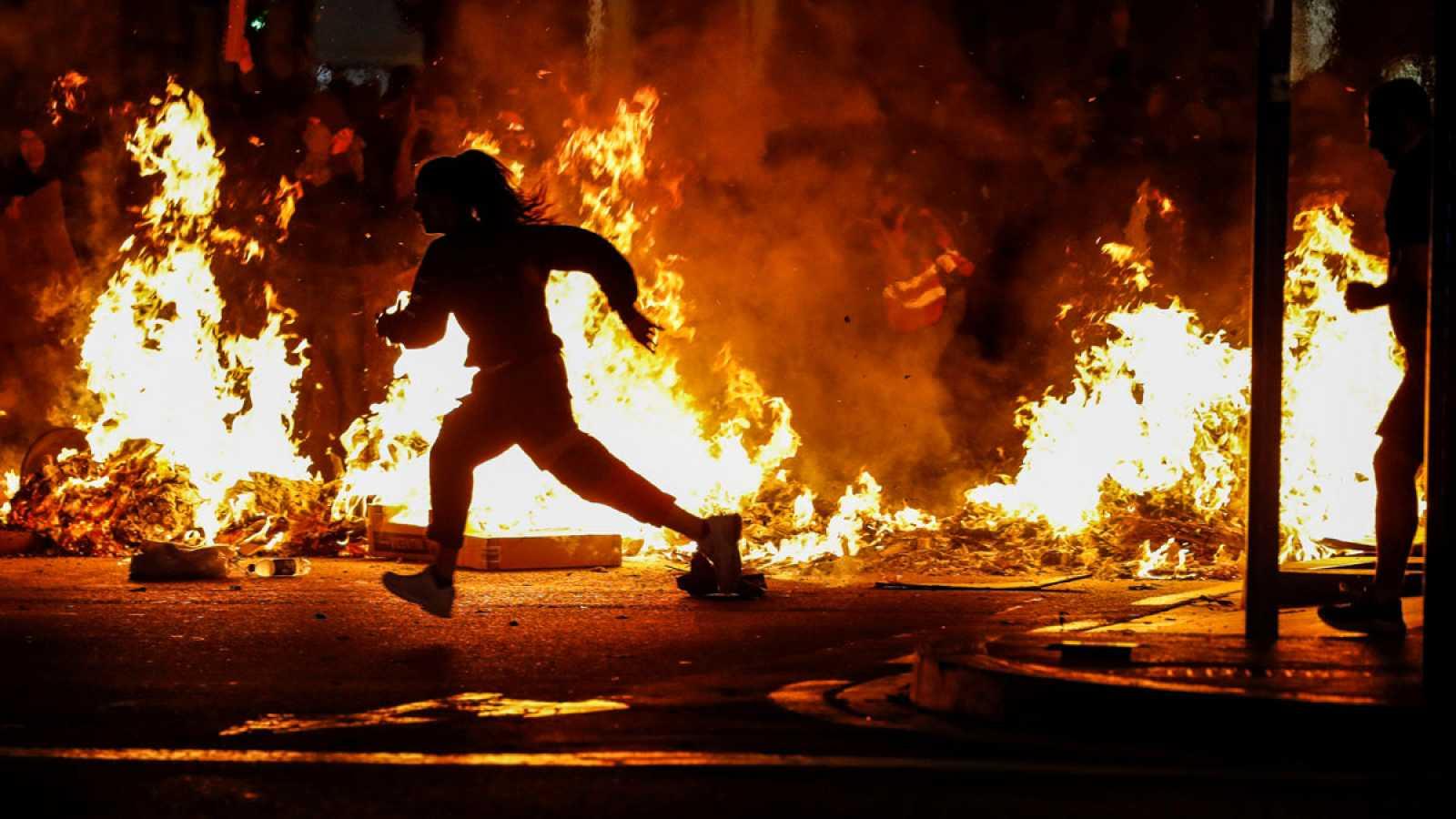 Resultado de imagen de barcelona arde