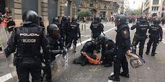 Los Mossos d'Esquadra detienen a varios manifestantes en Via Laietana
