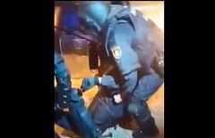 Un agente de la Policía, inconsciente tras recibir una pedrada en la cabeza de los violentos
