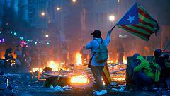 Nuevos enfrentamientos violentos en Barcelona en la quinta jornada de protestas contra la sentencia del 'procés'
