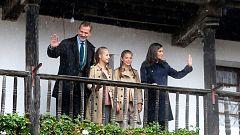 El Rey pone a Asiegu y sus vecinos como ejemplo  a seguir por otras zonas y pueblos despoblados de España
