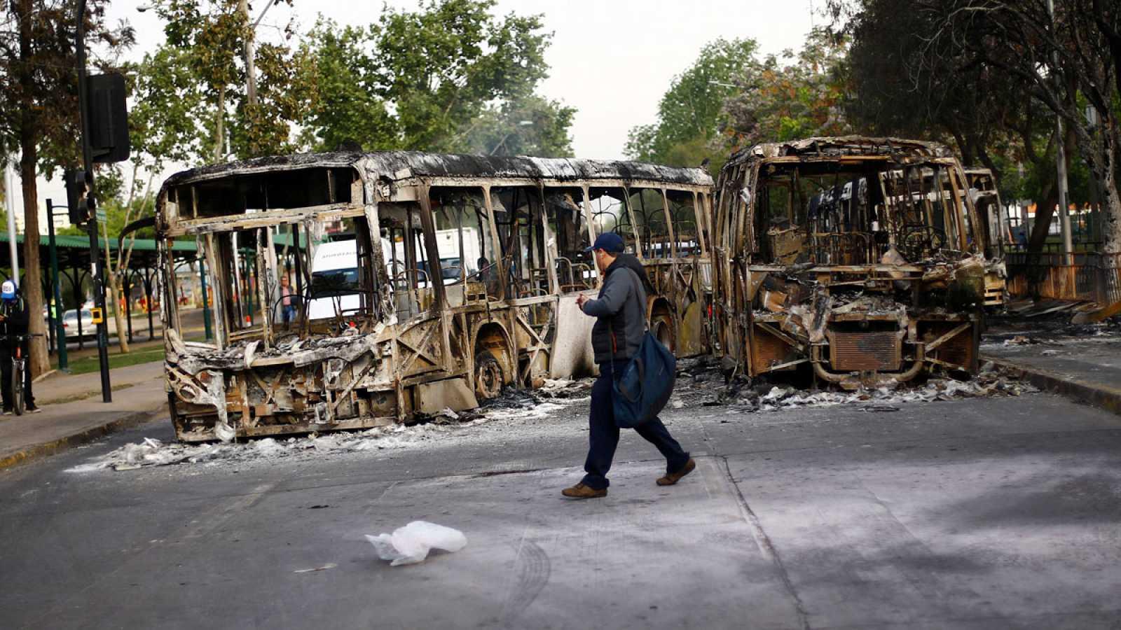 Piñera decreta el estado de emergencia en Santiago tras las fuertes protestas por la subida del precio del billete del metro
