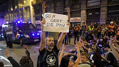 Los manifestantes pacíficos se imponen a los violentos en sexta jornada de protestas en Barcelona