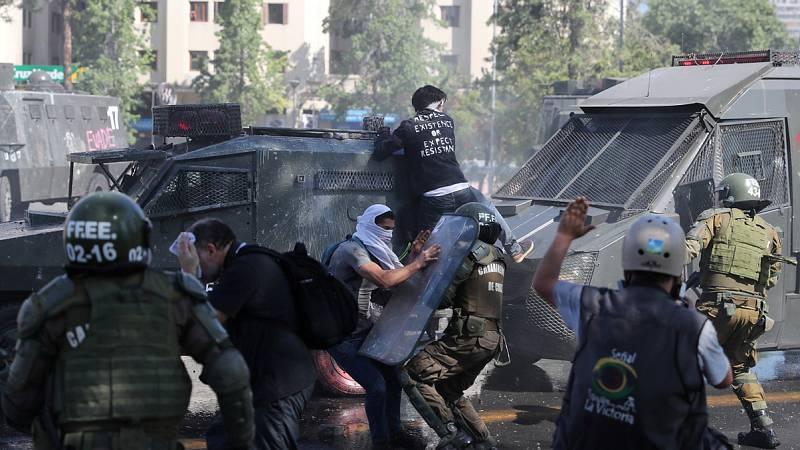 """El presidente de Chile dice que el país está """"en guerra"""""""