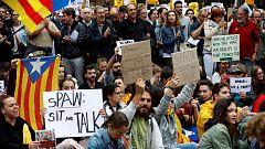 Protesta pacífica frente a la Delegación de Gobierno en Barcelona por la visita de Sánchez