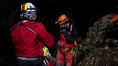 La lluvia dificulta el rescate de los cuatro espeleólogos portugueses atrapados en una cueva de Cantabria