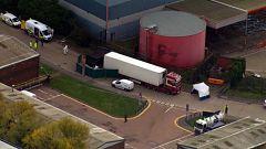 La policía británica halla 39 cuerpos en el interior de un camión procedente de Bulgaria en un polígono de Essex
