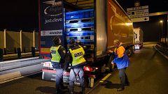 La policía británica halla 39 cadáveres dentro de un camión procedente de Bulgaria