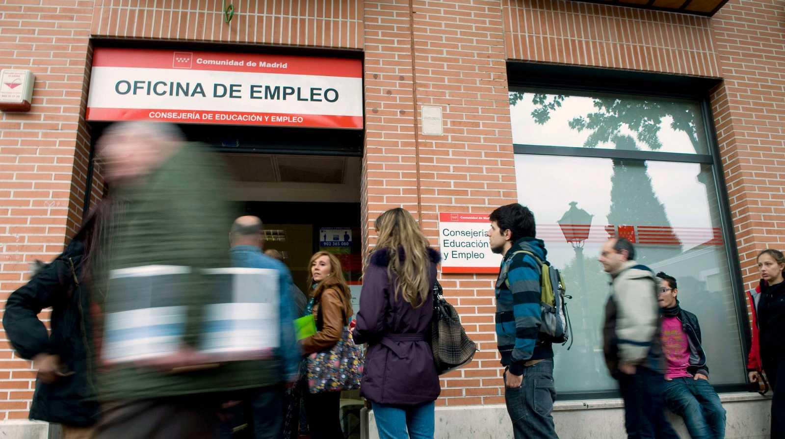 La creación de empleo se frena en el peor verano de los seis últimos años