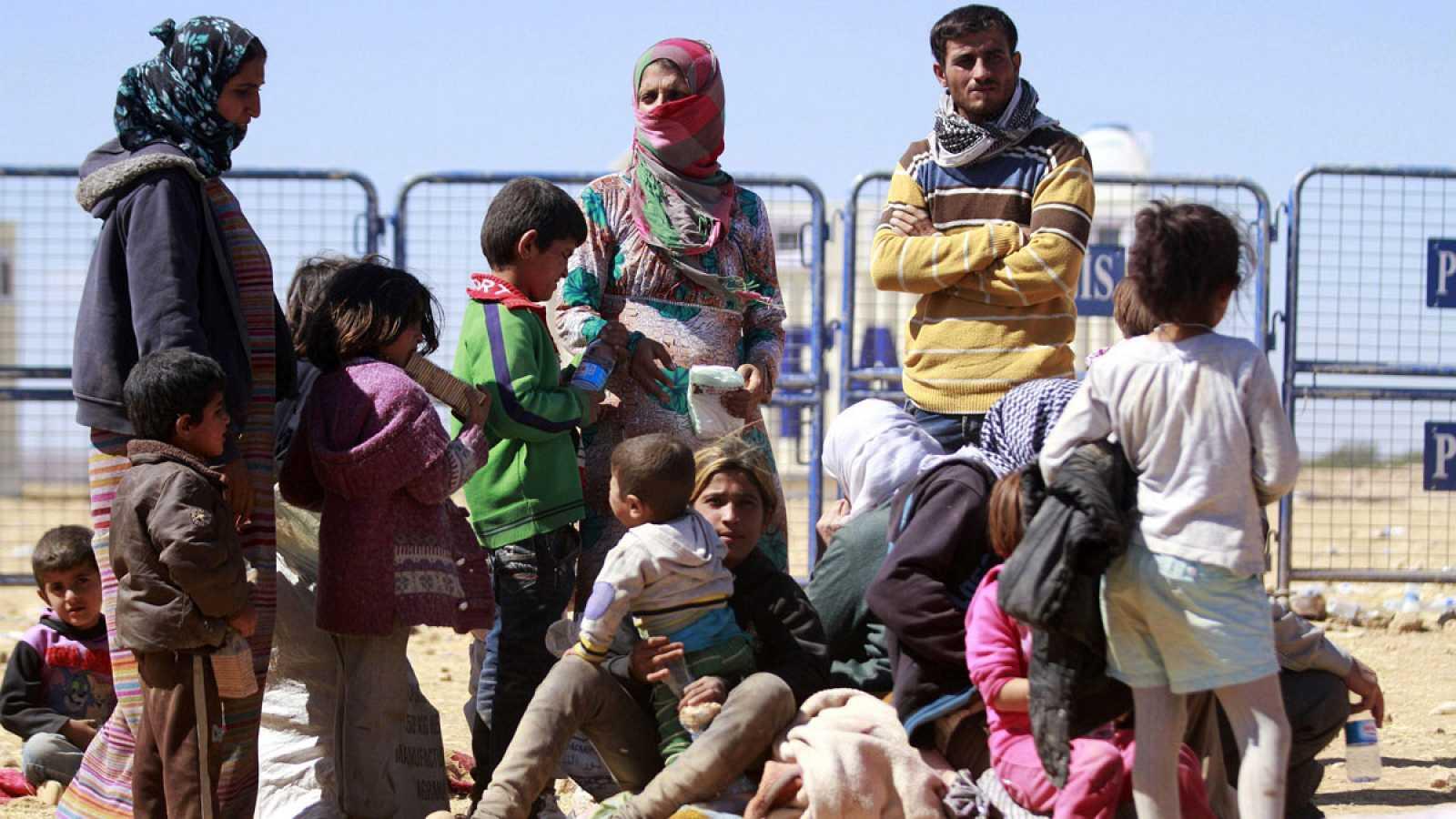 En el norte de Siria, sigue corriendo el plazo para que las milicias kurdas se retiren de la franja de seguridad pactada entre Rusia y Turquía, y por ahora se está cumpliendo.Más de 170.000kurdos han tenido que abandonar sus casas, en este nuevo mo
