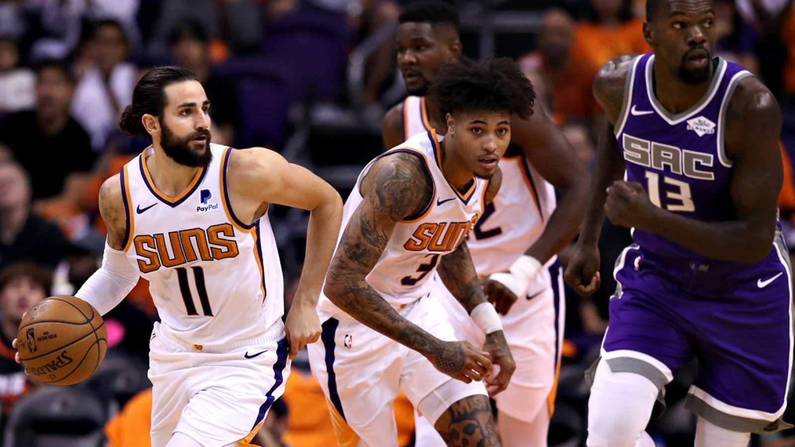 El base español Ricky Rubio ha vivido un gran estreno oficial con  Phoenix Suns, ya que se ha apuntado un 'doble-doble (11 puntos y 11  asistencias) en la contundente victoria de su equipo ante Sacramento  Kings (124-95), mientras que los hermanos He