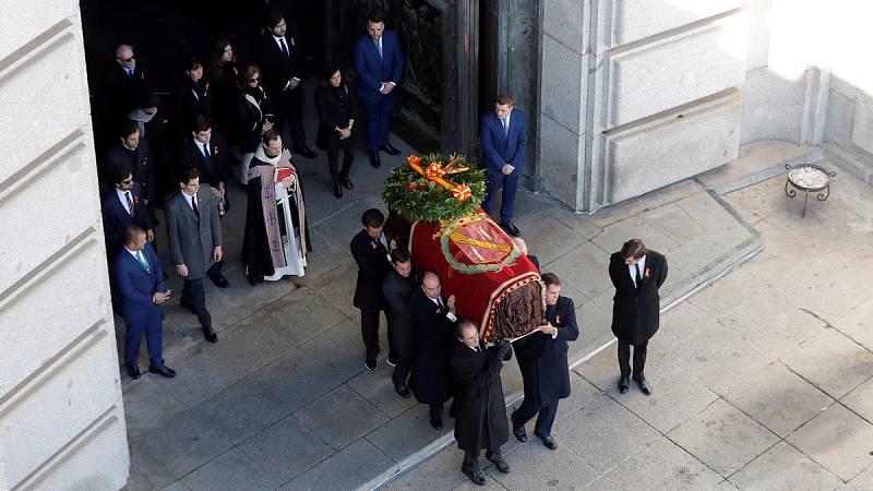 Cuarenta y cuatro años después de que Francisco Franco fuese enterrado en el Valle de los Caídos,los restos del dictador han sido exhumadosdel mausoleo de Cuelgamurosy reinhumados en el cementerio de El Pardo-Mingorrubio, en aplicación de la Ley d